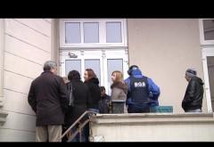 Angajații Alfa Medical Center daţi afară din clădire FOTO
