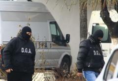 Poliţiştii au percheziţionat locuinţele hoţilor din Valea Călugărească