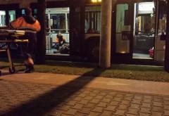 EXCLUSIV/ Scene de GROAZA, pe Bulevardul Castanilor. Un calator a LESINAT in troleibuzul 44. Calatorii au chemat AMBULANTA - FOTO