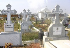 Minor prins în timp ce fura CRUCI din cimitir