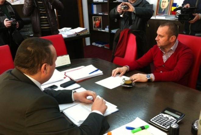 Confruntarea dintre Bădescu şi Capră, AMÂNATĂ. Ce GAFĂ au făcut avocaţii fostului primar