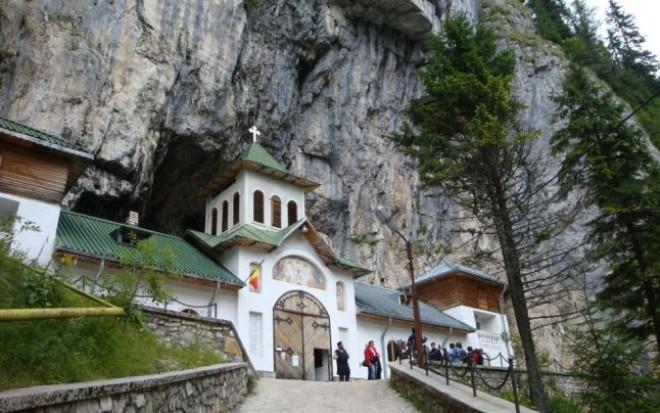 Cea mai vizitată peşteră din Bucegi, închisă pentru REABILITARE
