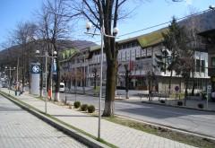 Stațiunea Sinaia, curățată de elevi și angajații primăriei