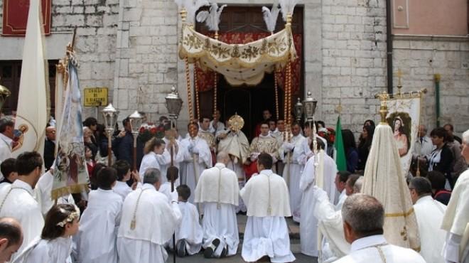 PAŞTELE CATOLIC 2015: Aproape un milion de catolici din România sărbătoresc duminică Paştele