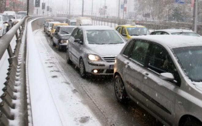 VREME EXTREMĂ în România. Ninsorile şi furtunile puternice au făcut ravagii