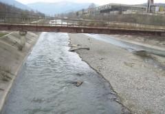 Cadavrul unui tânăr de 18 ani, descoperit în râul Prahova
