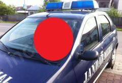 Un jandarm a obosit în timpul percheziţiilor de la Walter şi Capră. S-a culcat în maşină! FOTO