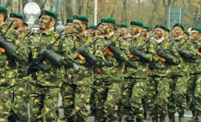 Sondaj: Românii vor serviciu militar obligatoriu
