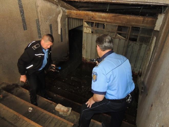 Ce au descoperit poliţiştii în două pasaje subterane din Ploieşti