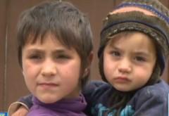 Șapte copii din Urlați trăiesc într-o casă care se poate prăbuși oricând peste ei