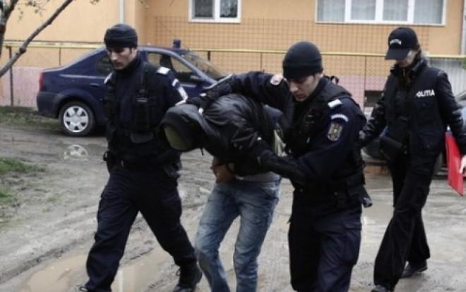 Doi hoți au ATACAT o vânzătoare din Ploiești și i-au furat telefonul