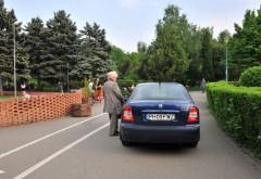 Ce a pățit o șoferiță care și-a parcat mașina în parcul de la Sala Olimpia