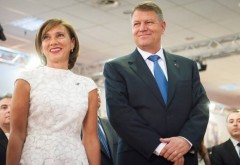 Carmen Iohannis, ţinută de 3000 de euro la lansarea celei de-a doua cărţi a preşedintelui