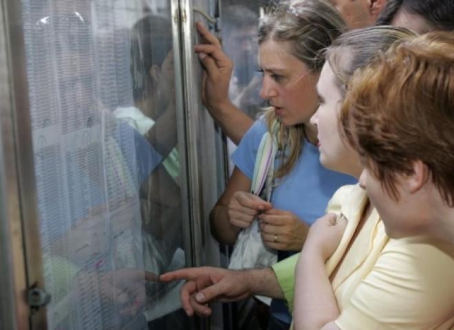 Peste 1000 de profesori susţin examenul de titularizare în Prahova