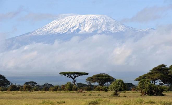 Trei ploieșteni vor escalada Kilimanjaro