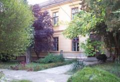 """Acțiunea """"Curățenie în grădina școlii mele"""", organizată în liceele din Ploiești"""