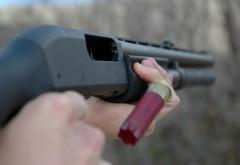 Pistol și pușcă de vânătoare, descoperite la domiciliul unui prahovean