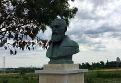 """Consiliul Judetean Prahova dezveleste primul dintre cele cinci busturi ale familiei Cantacuzino, in curtea Conacului """"Pana Filipescu"""""""