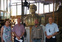 """Bustul presedintelui american Ronald Reagan a fost receptionat astazi. Fundatia """"Mihai Viteazul"""" va dona statuia municipiului Ploiesti"""