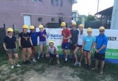 Elevi din Norvegia muncesc la constructia caselor Habitat for Humanity din Ploiesti