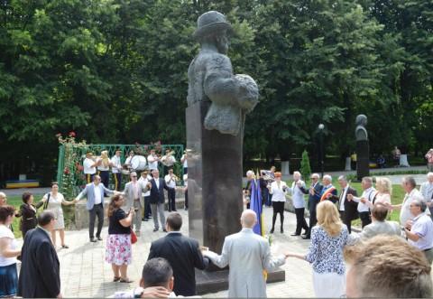 """150 de ani de la nasterea lui Constantin Stere, aniversati de autoritatile locale si judetene in Parcul Memorial """"C. Stere"""""""