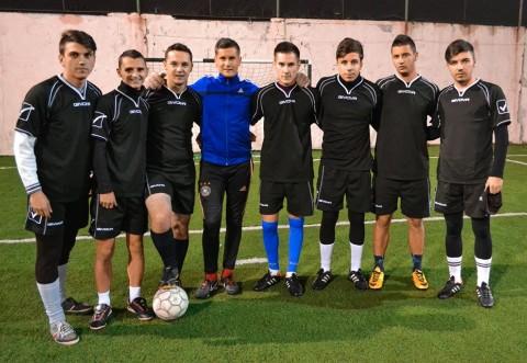 Se cauta sponsor pentru o echipa de fotbal din Ploiesti. Promoveaza-ti afacerea cu doar 280 de lei pe luna, pe spatele baietilor!