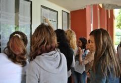 Aproape 600 de elevi din Prahova au medii peste 9.50