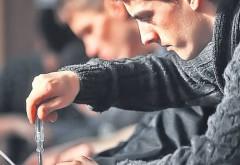 Iniţiativă legislativă: Statul va plati 500 € pe lună tinerilor romani care se intorc sa munceasca in tara