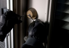 Sfaturi de la poliţişti pentru cei care pleacă în vacanţă. Cum să ţineţi hoţii departe de casă