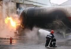 Două cisterne încărcate cu produs petrolier au luat foc pe o stradă din Ploiești