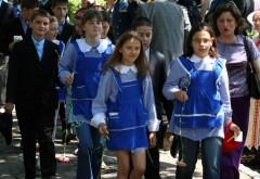 SURPRIZĂ pentru elevi. Revine uniforma școlară
