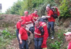 Turist rănit grav în Bucegi: A fost coborât cu targa de pe munte de salvamontişti