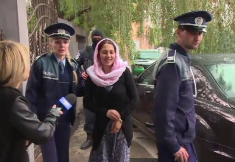 Ce au CONFISCAT poliţiştii de la vrăjitoarele din Ploieşti. 12 persoane au fost aduse la secţie
