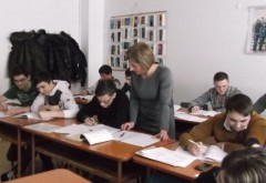 Ministerul Educaţiei cere şcolilor să îi pregătească suplimentar pe elevi pentru Evaluarea Naţională şi BAC