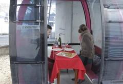 Turiștii pot avea parte de o cină romantică în gondolele din Sinaia