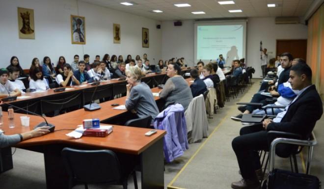 """Sesiunea de informare """"Democraţie şi participare publică"""" organizata la Ploiesti"""