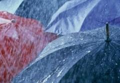 PROGNOZA METEO: Ploi răzleţe şi temperaturi scăzute în weekend