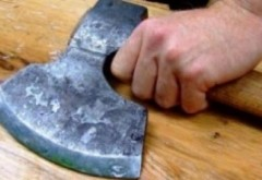 Un bărbat din Filipeștii de Pădure și-a omorât mama cu toporul