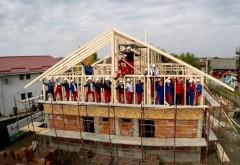 Angajați ai companiei Henkel din Germania ajută familii din Ploiești să  își construiască locuințele