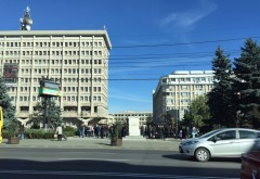 Liceeni din Ploiești protestează pentru victimele din Colectiv FOTO