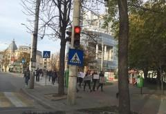 Tinerii din Ploiesti solidari cu familiile victimelor din #Colectiv au pornit in mars pe Bulevardul Castanilor