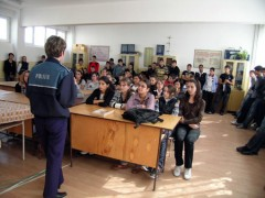 Actiuni ale politistilor la scolile şi liceele din Ploieşti