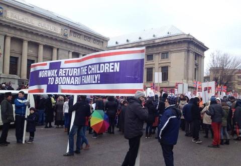 Miting de amploare pe străzile Ploieştiului în favoarea familiei Bodnariu