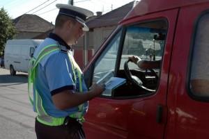 Vezi ce au gasit politistii in urma controlului unei autoutilitare in Ploiesti
