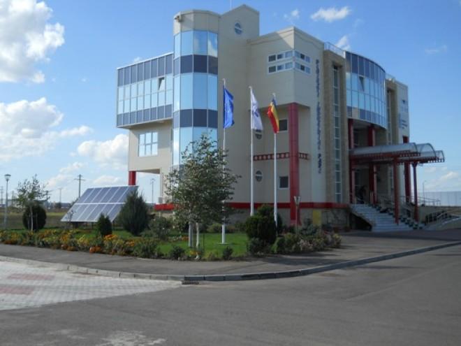 """Expoziţia """"Prahova Culturală – România 100"""" ,gazduita de Parcul Industrial Ploieşti"""