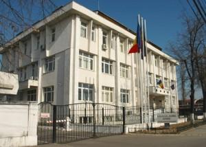 Cinci hoţi care au spart o firmă din Ploieşti, duşi la AUDIERI