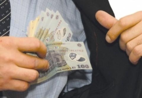 Bucureştean prins făcând evaziune fiscală şi spălare de bani în Prahova