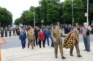 Bogdan Toader, alături de alte autorităţi publice, au depus coroane cu ocazia Zilei Europei şi Zilei Independenţei de Stat a României FOTO