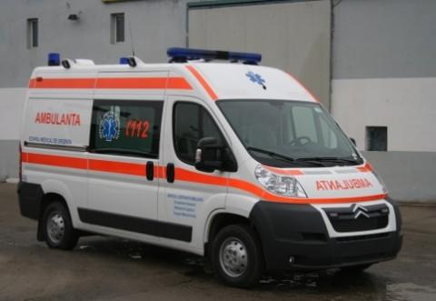 Un bărbat din Prahova a murit după ce a căzut dintr-un pom, atingând firele de electricitate
