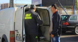 Atentie, soferi! Agentii ANAF va pot trage pe dreapta pentru un lucru banal..Ce ar trebui sa aveti